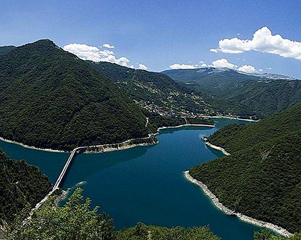 Поездка на живописном панораме Gotthard Panorama Express в Швейцарии