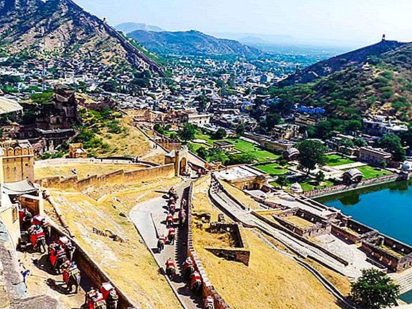 Ceai, trenuri și relicve din Raj: explorarea Indiei Ghats - Lonely Planet