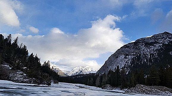 이번 겨울에 머무를 최고의 미국 스키 리조트 & 롯지 12 곳
