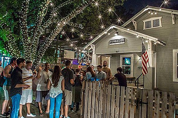 Rainey Street เป็นฉากบาร์ที่กำลังมาแรงใน Austin, Texas