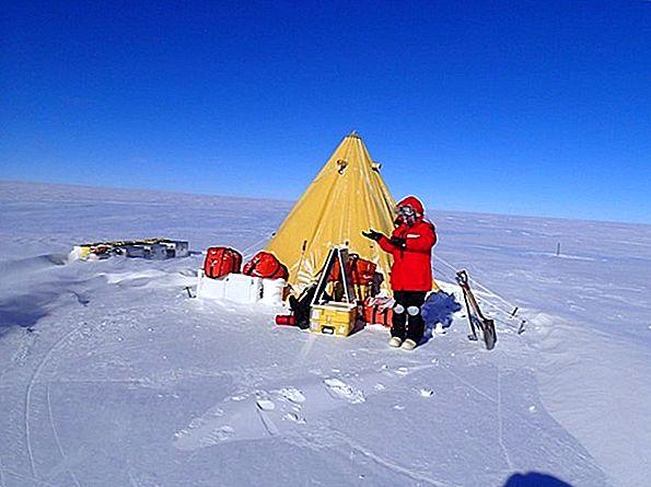 南極でのキャンプ