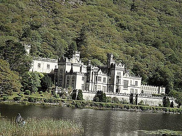 Abadia Kylemore, Irlanda: Istoria romantică, tragică și răutăcioasă a castelului cel mai lavic din Irlanda
