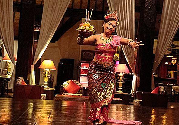 Vedeți o ceremonie de cremare în Bali
