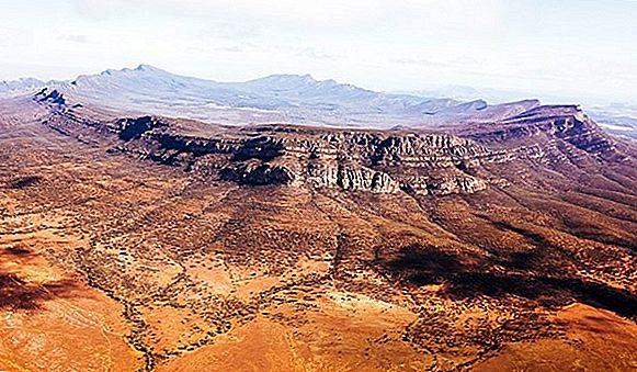 Fly the Flinders Ranges ไปที่พยานวิลพีนาปอนด์