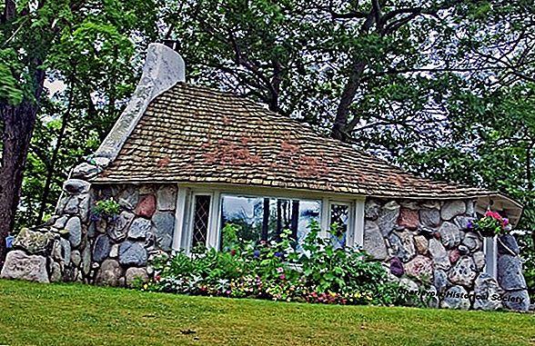 Mushroom Houses of Charlevoix - ยินดีต้อนรับฮอบบิททั้งหมด