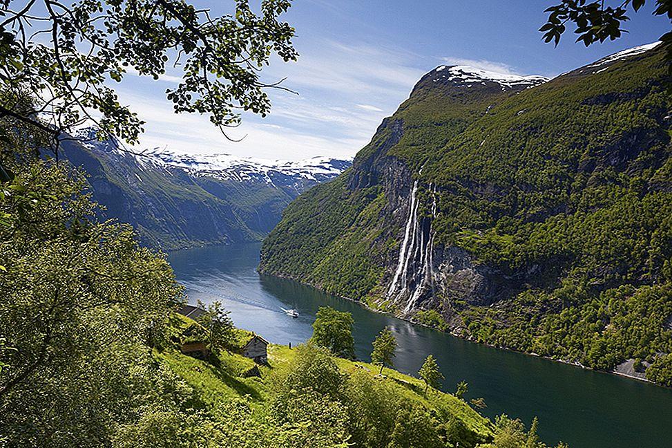 Explorarea fiordurilor din Norvegia