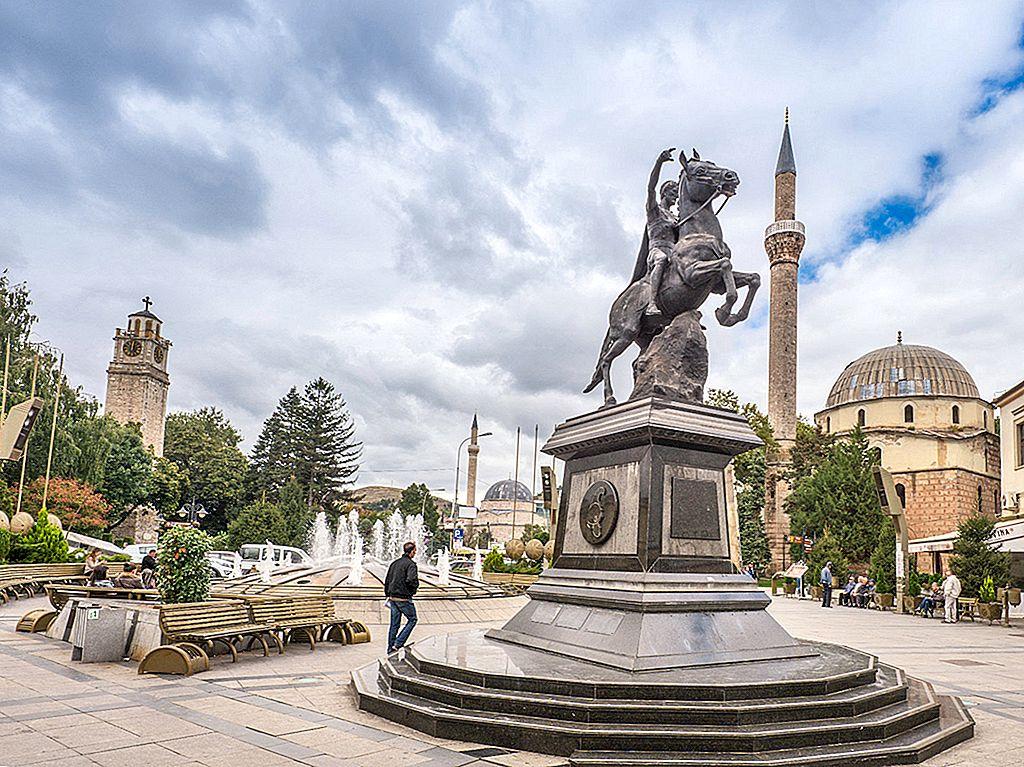 """Patru motive pentru a vizita Bitola, """"orașul consulilor"""""""