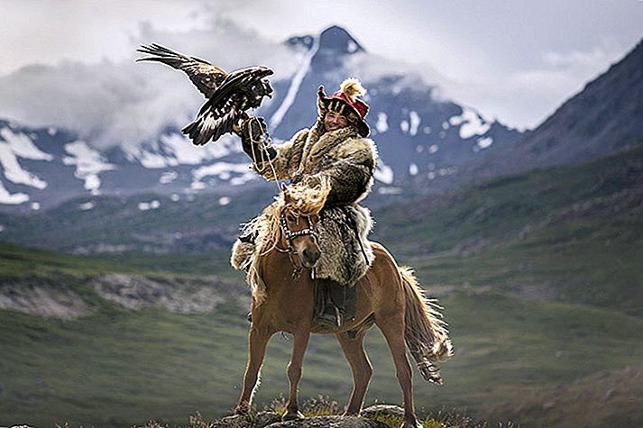 Mongolia a pierdut secrete în imagini: vânătorii de vultur de aur