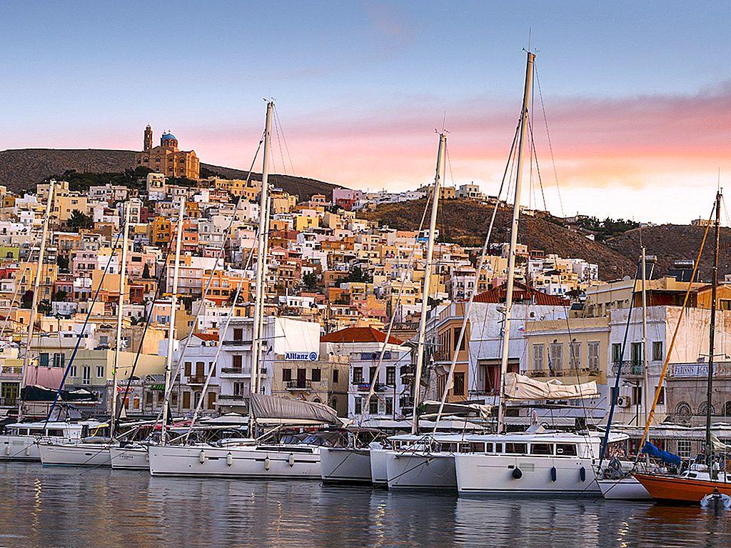 Syros: Cyclades fără mulțimile - Lonely Planet