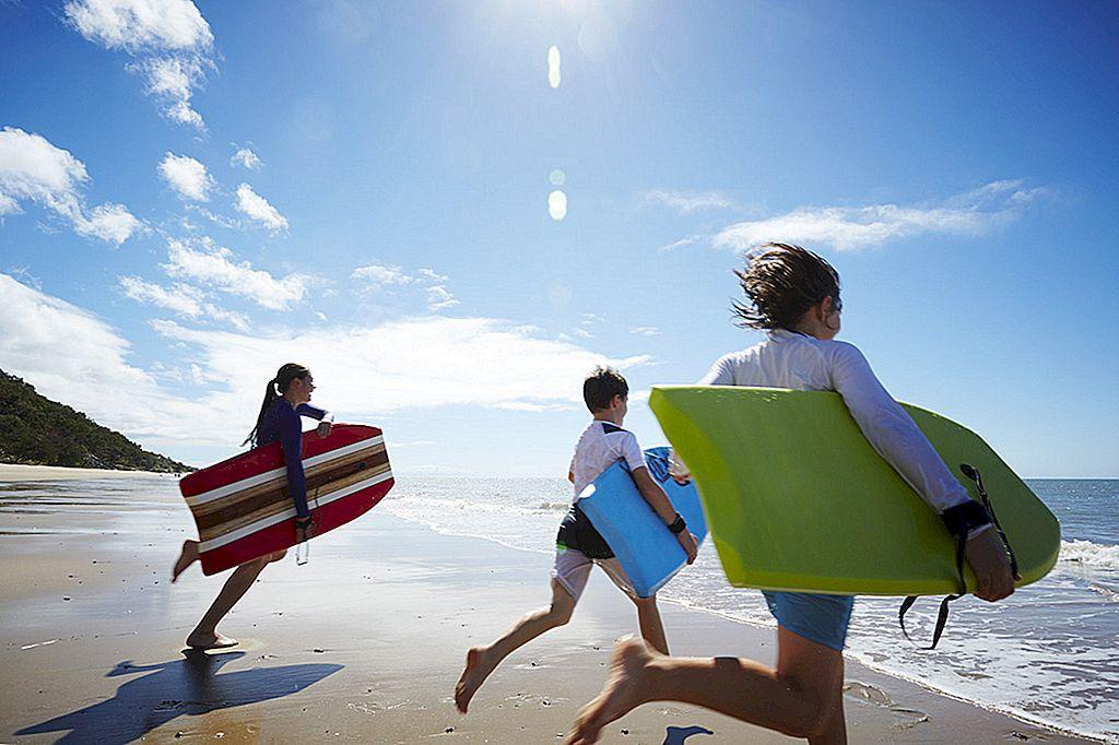 Cum să împachetezi o excursie de familie pe plajă - Lonely Planet