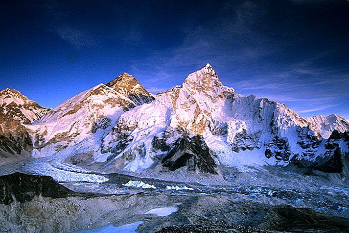 วิธีการเดินทางไปยัง Everest Base Camp