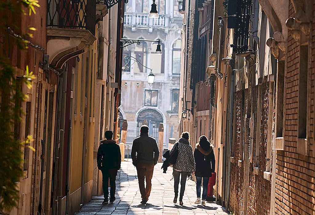 Metode non-ciudate de a întâlni oameni pe drum - Lonely Planet