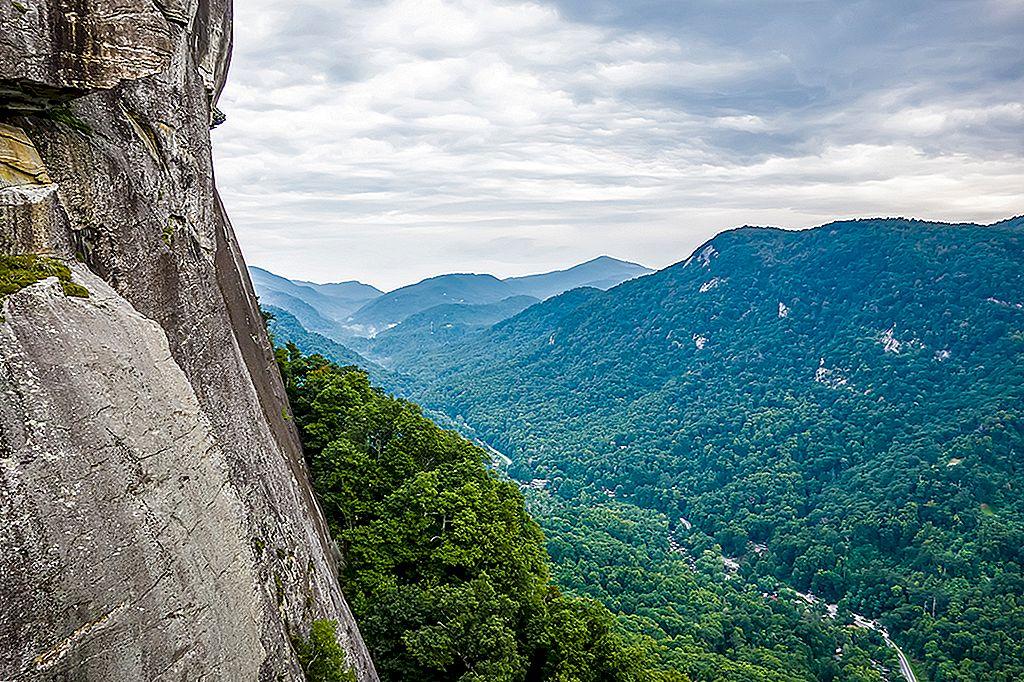 Hickory Nut Gorge: การเดินทางท่องเที่ยวแบบง่ายๆของ Asheville