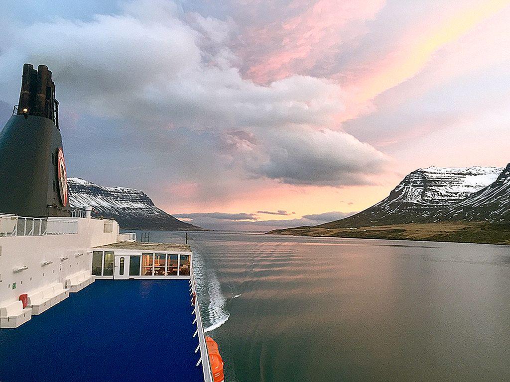 แล่นเรือจากเดนมาร์กไปยังไอซ์แลนด์