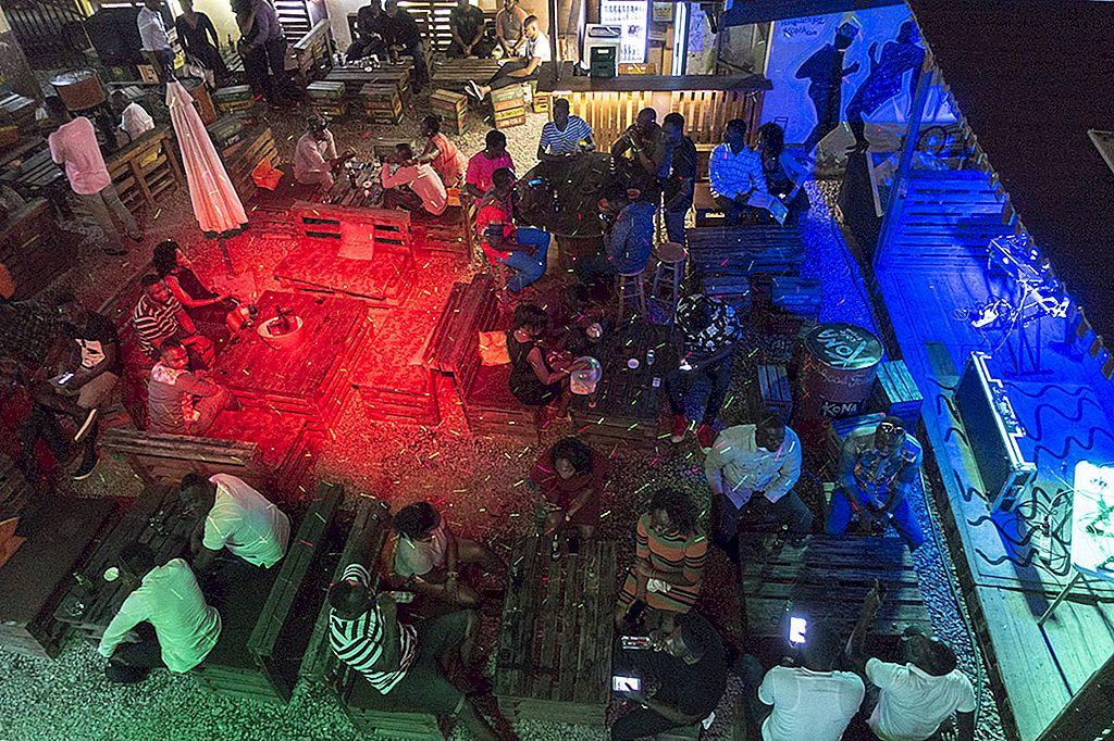 Simtând ritmul: cele mai importante 10 locuri din Accra pentru o noapte de neuitat
