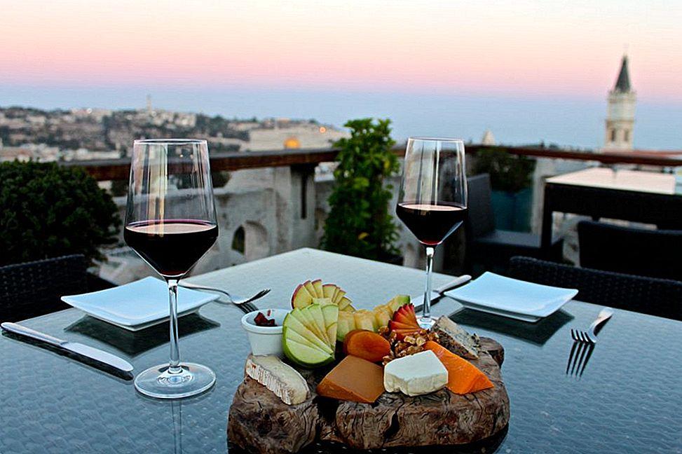 พักสมอง: คาเฟ่และบาร์ที่ดีที่สุดในกรุงเยรูซาเล็ม - Lonely Planet