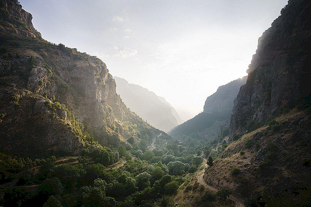 """ขึ้นเส้นทางเลียบเลบานอนที่มีแนวพรมแดนติดกับเลียบเลียบแนวนอน """"Lonely Planet"""""""