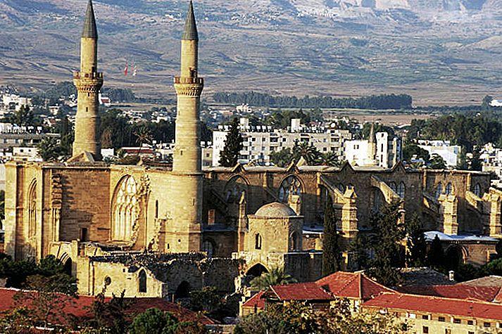 Cum să călătorești independent în jurul Ciprului