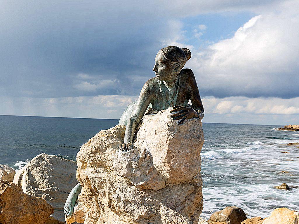 ดวงอาทิตย์ทรายและศตวรรษของประวัติศาสตร์ใน Pafos